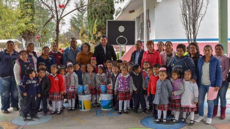 Jardín de Niños de Tenexyecac Beneficiado con Pintura para sus Instalaciones